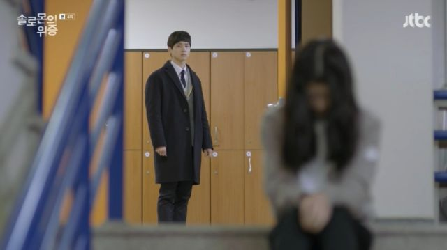 Ji-hoon deciding to comfort Seo-yeon as the Sentinel