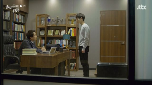 Ji-hoon facing Kyeong-moon about the suspension