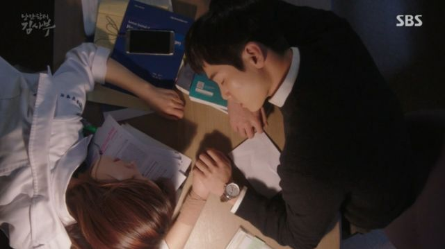 Dong-joo and Seo-jeong sleeping on a desk