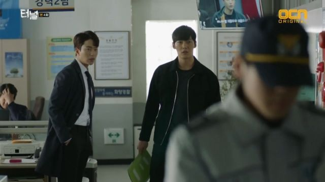 Seon-jae and Gwang-ho closing a case