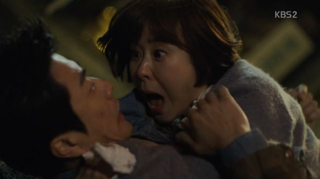 Seol-ok being startled by Wan-seung