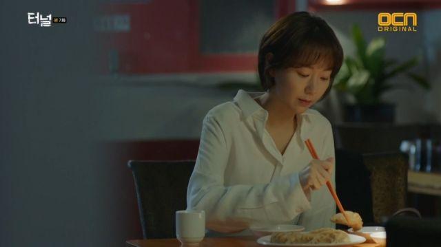 Jae-i eating the dumplings Yeon-sook used to love