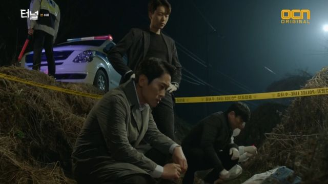 Seong-sik and Seon-jae finding the latest victim