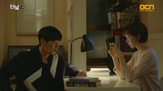 Gwang-ho wanting to protect Jae-i from witnessing a scary situation