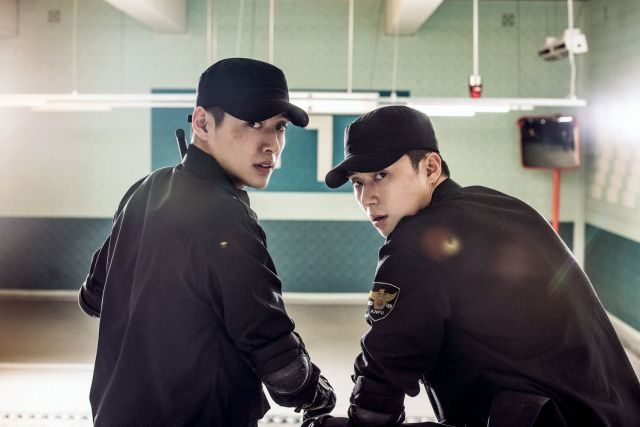 "[Photo] Added new still for the upcoming Korean movie ""Midnight Runners"""