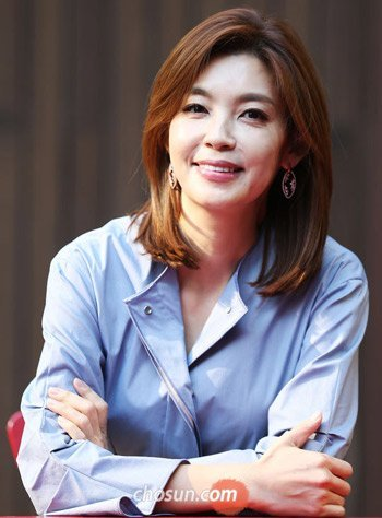 Star Presenter Hwang Soo-kyung Goes Cable
