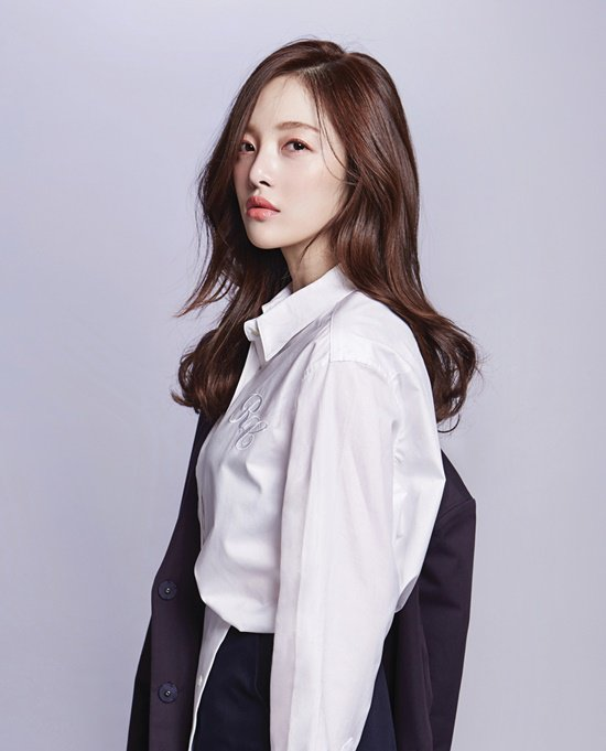 Hwang Bo-ra to star in