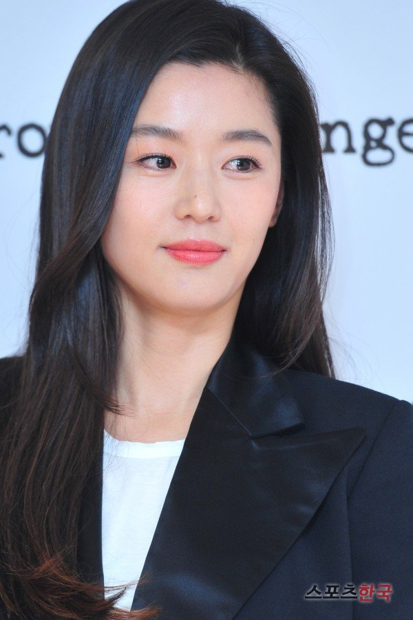 [Photos] Jeon Ji-hyeon's flawless close-up