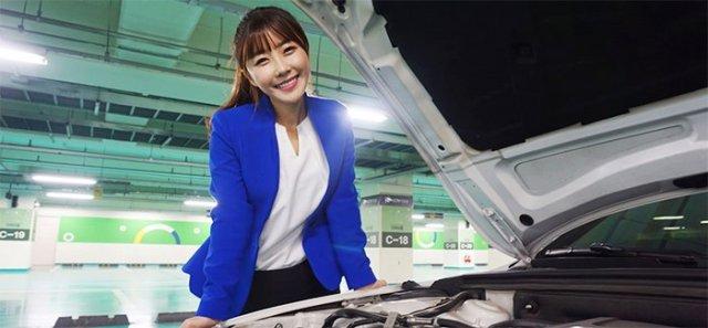 Female Used Car Dealer Makes Space in Men's World