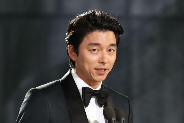 [Hot Takes from the Noonas] Gong Yoo gives emotional acceptance speech for Best Actor Baekang