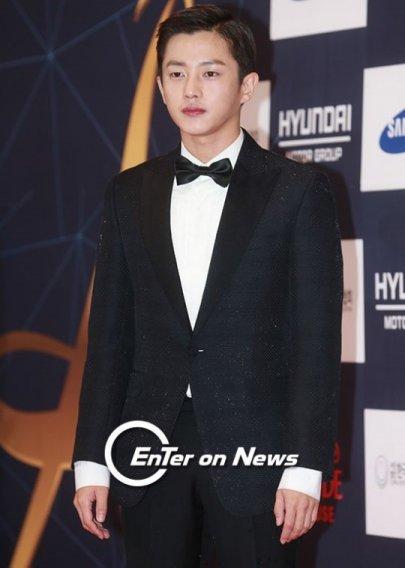 "Kim Min-seok, ""Descendants of the Sun"" to ""Defendant"" to ""Age of Youth 2""?"