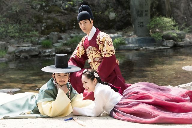 "[Video + Photos] Added trailer and new images for the upcoming Korean drama ""Queen for 7 Days"""