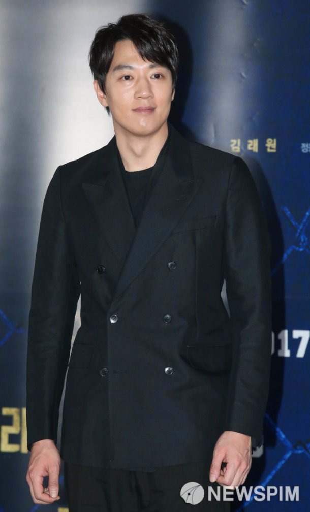 "Kim Rae-won apologizes for misjudgement at ""Guardians of the Galaxy Vol. 2"" screening"
