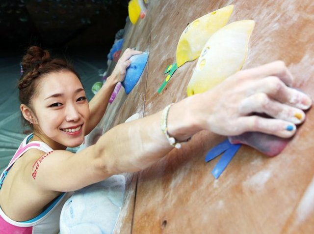 Rock Climber Kim Ja-in Sets Sights on Scaling Lotte World Tower