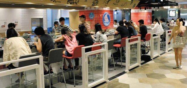 1 in 10 Koreans Always Eats Alone