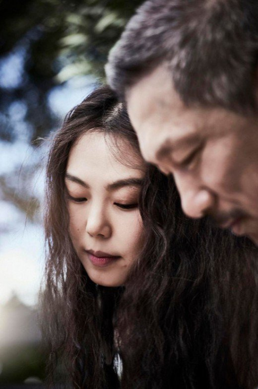 [Photos] Hong Sang-soo and Kim Min-hee mentions affair in major papers