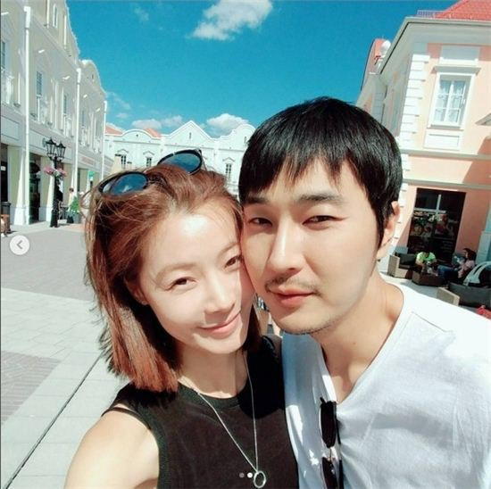 Yoon Soy and Cho Seong-yoon's pictures from honeymoon