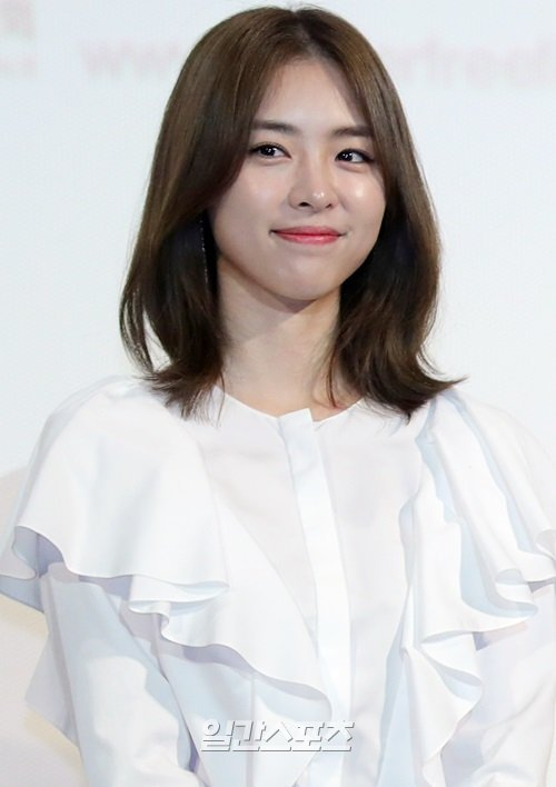 Lee Yeon-hee to star in SBS