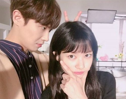 """Father is Strange"" Lee Joon and Jeong So-mi on set"