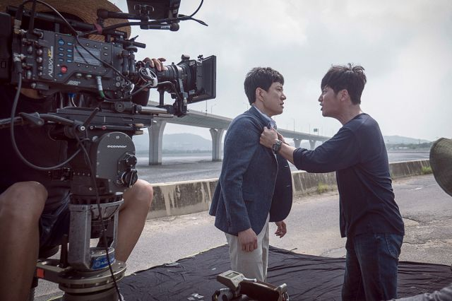 "[Photos] Added new on-the-set images for the upcoming Korean movie ""A Day – 2017"""