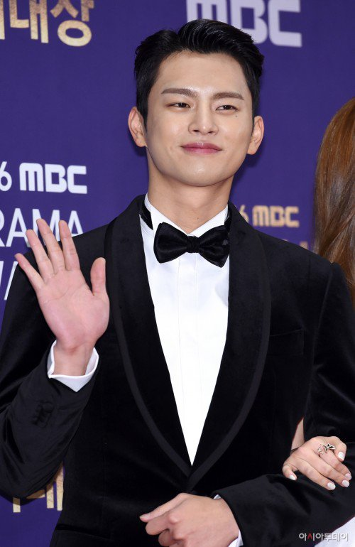 Seo In-guk gets exempted from NS for osteochondritis