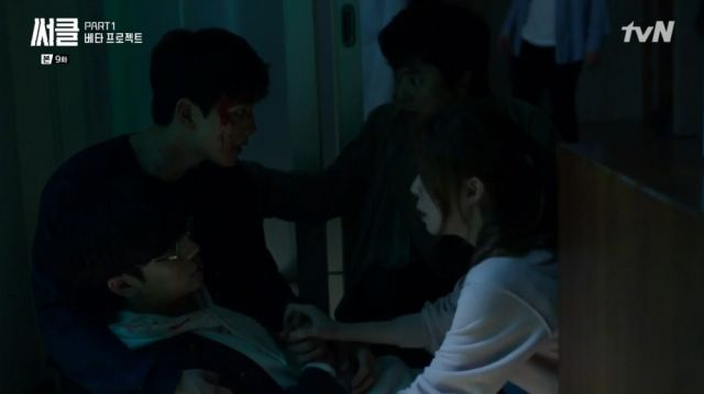 Woo-jin, Detective Hong and Min-yeong rush to Beom-gyoon's side
