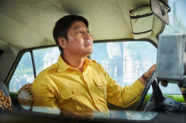 "[Photos] Added new stills for the upcoming Korean movie ""A Taxi Driver"""