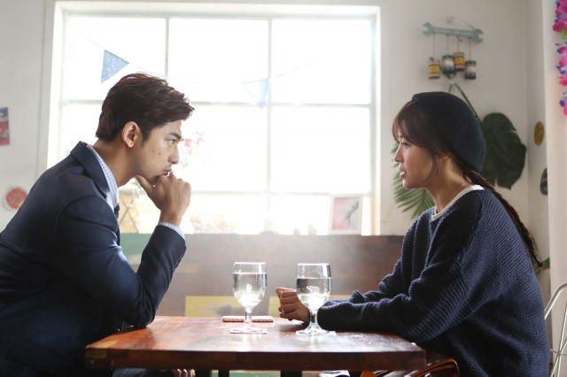 "[HanCinema's Film Review] ""Life Risking Romance"""