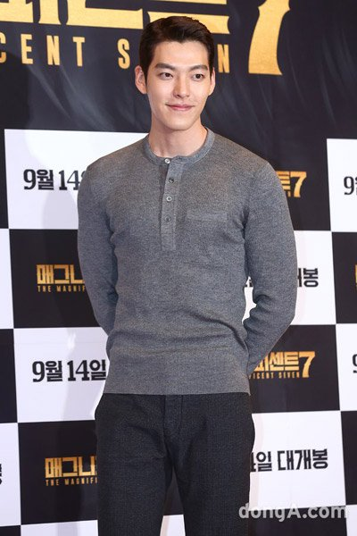 Kim Woo-bin models for a construction company