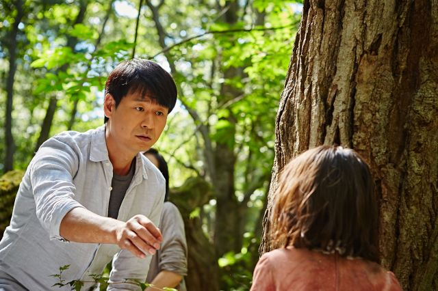 "[Video + Photos] Added main trailer and new stills for the upcoming Korean movie ""The Mimic"""