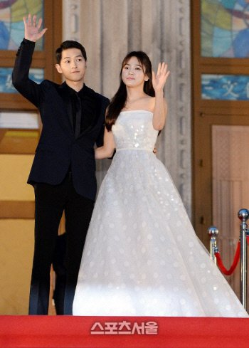 Song Hye-kyo and Song Joong-ki's families meet last week, wedding of the century