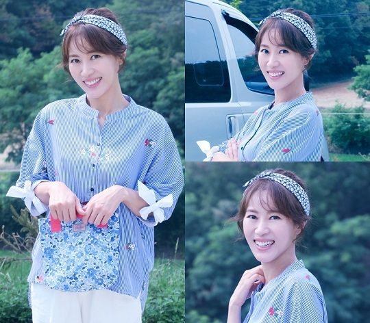 """Kim Hee-jeong in """"School 2017"""" as Kim Sejeong's mother"""