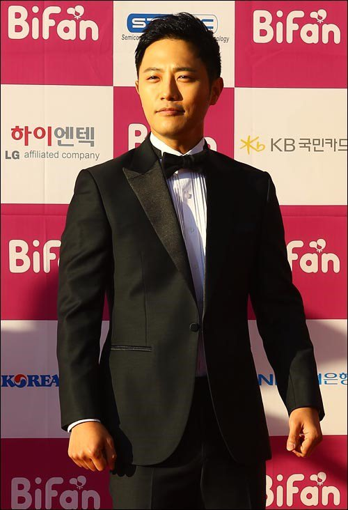 "Jin Goo to star in upcoming JTBC drama ""Untouchable"""