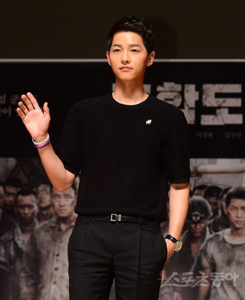 Song Joong-ki's first official event since announcement of marriage with Song Hye-kyo