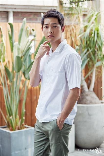 Song Joong-ki, a soldier again? 'What' is more important