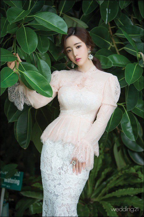 Hong Soo-ah in a wedding dress
