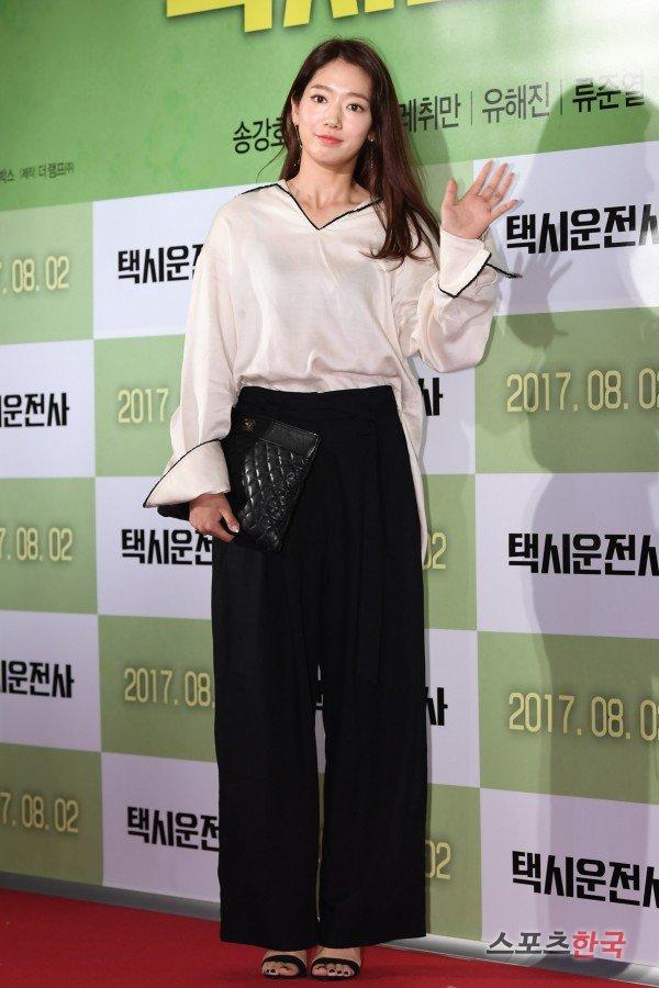 Park Shin-hye's office look
