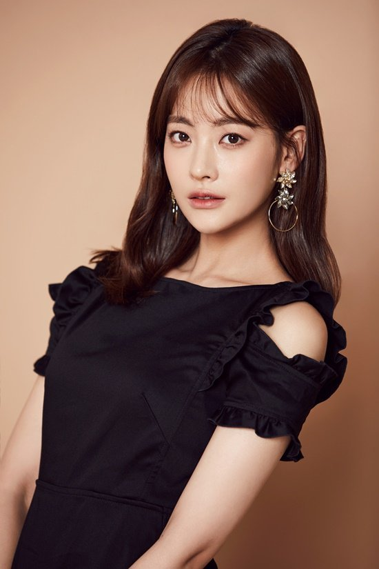 Oh Yeon-seo, a former idol group actress