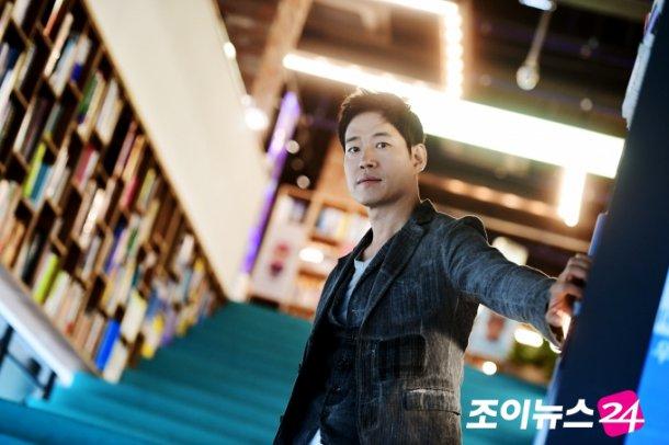 Yoo Joon-sang does it all