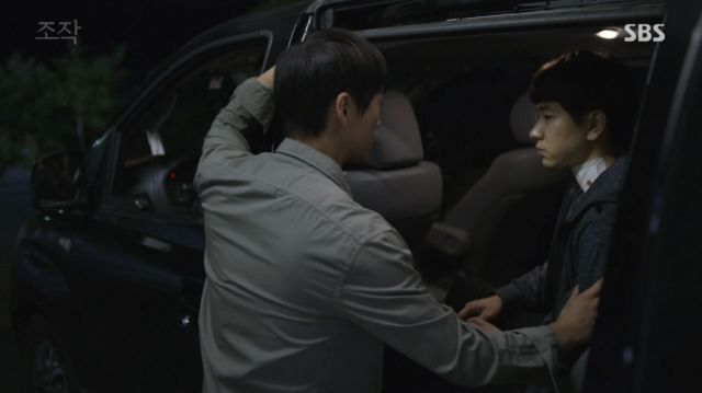 Moo-yeong telling Seon-woo that he will fight for him