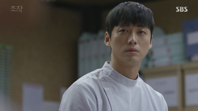 Moo-yeong being reminded of himself through Seon-woo