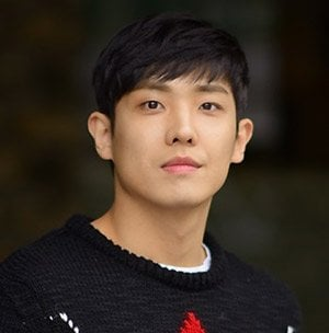 Actor Lee Joon to Start Military Service in October