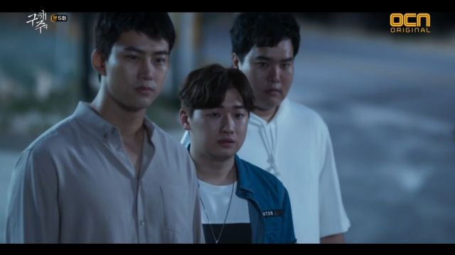 Sang-hwan, Jeong-hoon and Man-hee face the bullies