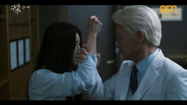 Sang-mi threatening Baek