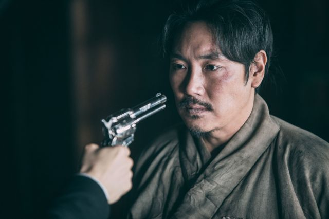 """[Photos] Stills of steely-eyed determination for """"Commander Kim Chang-soo"""""""