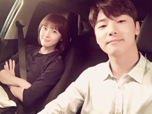"""Hospital Ship"" Kang Min-hyuk and Ha Ji-won selfie in the car"