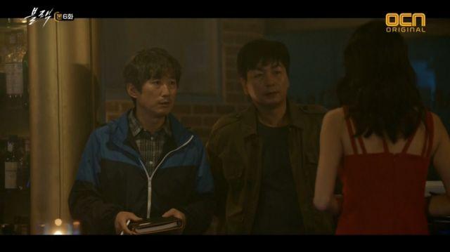 Gwang-gyeon and So-tae asking Tiffany questions