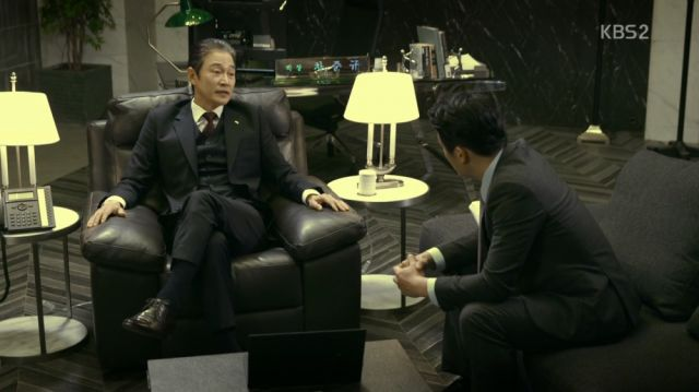 Chairman Cha discussing Hyeon-gi's vault