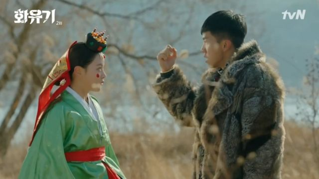 Seon-mi having trapped Oh-gong