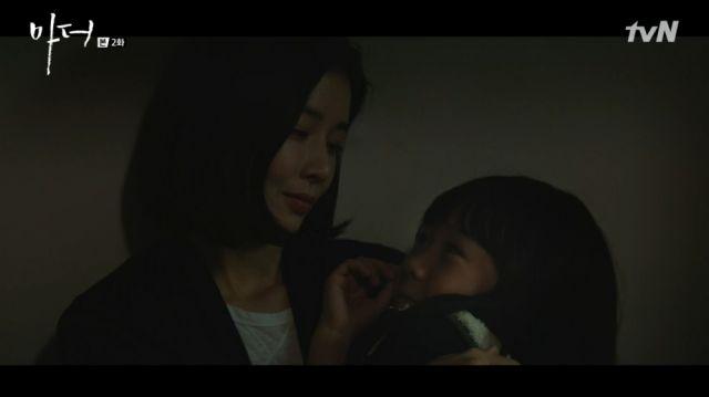 Soo-jin cradling Hye-na to sleep